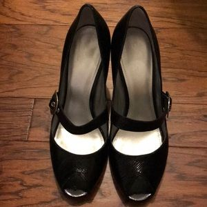 Enzo Angiolini Black Patent leather pumps 10M